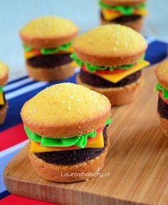 hamburger cupcakes En dan wortelcake en avocado of courgette brownie