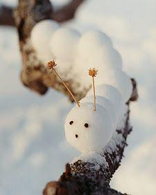 Cute Backyard Ideas for Winter Decorating, 25 Creative Snow Sculptures - F E V des Folies, des Envies, de la Vie - - Cute Backyard Ideas for Winter Decorating, 25 Creative Snow Sculptures Snowball caterpillar ~ too cute ♥