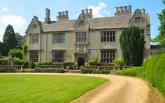 Yarnton Manor, near Oxford, a Jacobean manor house. | credit englishbuildings.blogspot