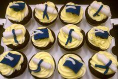 EASY graduation cupcakes.