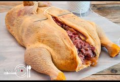 JUEGO DE SABORES : POLLO DE NAVIDAD RELLENO Turkey Recipes, Mexican Food Recipes, Chicken Recipes, Holiday Recipes, Great Recipes, Favorite Recipes, Pollo Chicken, Colombian Food, Yummy Food