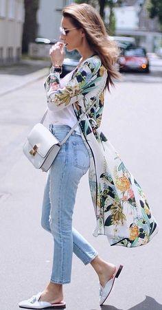 Gorgeous Summer Look Kimono Floral Print Kimono And Jeans, Look Kimono, Kimono Outfit, Street Style Looks, Looks Style, Look Fashion, Fashion Outfits, Womens Fashion, Fashion Usa