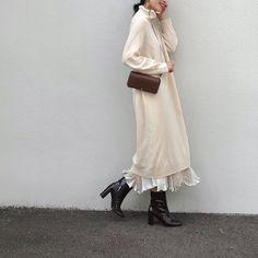 画像に含まれている可能性があるもの:1人以上、立ってる(複数の人)、靴 Fashion Wear, Modest Fashion, Fashion Beauty, Womens Fashion, Hijab Fashion Inspiration, Style Inspiration, White One Piece, Islamic Fashion, Korea Fashion