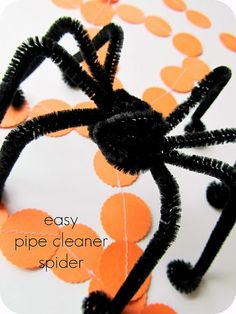kid craft: easy pipe cleaner spiders for halloween