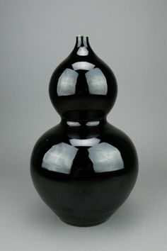 Chinese mirror black glazed porcelain vase; of double gourd form; six-character Qing Jiaqin mark on base; H: 33 cm, W: 20 cm, 259 grams
