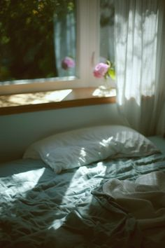 Likes – cozy home comfy Morning Light, Morning Bed, Lazy Morning, Light And Shadow, Sweet Home, Windows, In This Moment, Modern, Beautiful