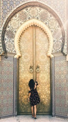 Last year I traveled to Morocco the Royal Palace doors in Fez were definitely a highlight. They use lemon juice to polish the brass doors. Cool Doors, Unique Doors, The Doors, Entrance Doors, Doorway, Windows And Doors, Entrance Ideas, Islamic Architecture, Beautiful Architecture