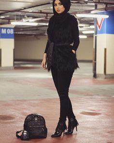 All black errythang ⚫️ Fur vest from @chicbazaardubai   Sohamt