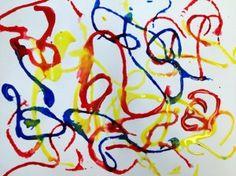 Colores primarios pintando con estambre