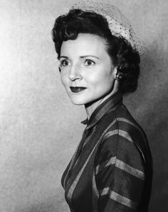 Betty Marion White was born in Oak Park, Illinois, on January the only child of Christine and Horace White. Vintage Hollywood, Hollywood Glamour, Betty White Age, Betty White Birthday, Funny One Liners, Tina Fey, Golden Girls, Girls Life, Famous Faces