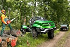 Mercedes-Benz Special Trucks has presented the Unimog Concept, a futuristic design study that celebrates the anniversary of the Unimog truck model. Mercedes Benz Unimog, Aigle Animal, Man Shed, Daimler Benz, Tonka Toys, Jeep Cj7, Bug Out Vehicle, Suv Trucks, Automotive Design