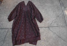 100% cotton khadi made from plaidlungis; overdyedand discharge printed below the knee length and a shape so easy you will reach for it everyday front and back pleating;loosely elasticized 3/4le...