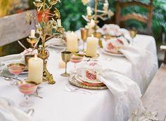 Eine Hochzeitsdeko in puder und beige mit Messing   Friedatheres