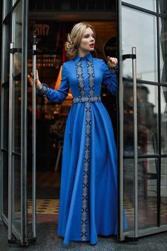 African Fashion – Designer Fashion Tips Muslim Fashion, Modest Fashion, Hijab Fashion, Fashion Dresses, Fashion News, Blue Dresses, Vintage Dresses, Dress Skirt, Dress Up