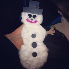 Construction paper with cotton balls, easy peasy snowman
