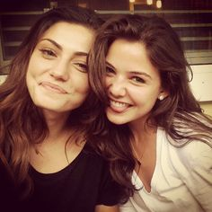 Phoebe Tonkin & Danielle Campbell