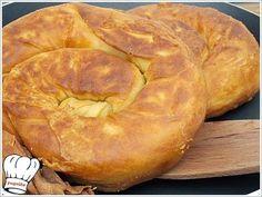 Τα λογια ειναι περιττα για την περιγραφη αυτης της στριφτης σαλιγκαροτυροπιτας στο τηγανι. Απλα ΑΠΟΛΑΥΣΤΕ ΤΗΝ!!! ΥΛΙΚΑ (για 3-4 τυροπιτες) 500 γρ.αλευρι κιτρινο σκληρο (για πιτες και ψωμια) κοσκινισ Greek Appetizers, Greek Cheese, Cheese Pies, Greek Cooking, Greek Dishes, Think Food, Savoury Baking, Greek Recipes, Pain