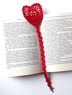 Valentine's Day heart cotton crocheted bookmark for books; Choice beetwen red, pink and red and gold cotton threads Marque-pages Au Crochet, Cotton Crochet, Crochet Hats, Valentines Day Hearts, Valentine Heart, Valentine Day Gifts, Easy Crochet Bookmarks, Bookmarks For Books, Heart Bookmark