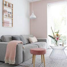 44 gorgeous white living room ideas, tips and inspiration. Be inspired for your next home project! Living Pequeños, Tiny Living Rooms, Ikea Living Room, Living Room White, Living Room Interior, Living Room Designs, Small Living, Modern Living, Dining Room
