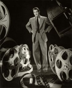 Jimmy Stewart with film reels Alfred Hitchcock, Vintage Hollywood, Classic Hollywood, Hollywood Men, Hollywood Glamour, Ted, The Philadelphia Story, Sinclair, Nostalgia