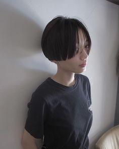 TADAKATSU ISOBEさんはInstagramを利用しています:「. カッコつけないでもカッコいいスタイルを作りたい💐 . . #3Dボブ #people_aoyama #people_isobe #美容室#ヘア#ヘアスタイル#ヘアサロン#ボブ#bob#shortbob#shorthair…」 Short Hair Undercut, Undercut Hairstyles, Girl Hairstyles, Girl Short Hair, Short Hair Cuts, Short Hair Styles, Asian Bangs, Asian Hair, Cabello Hair