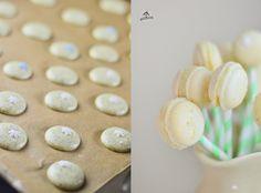 Macarons auf Strohhalmen