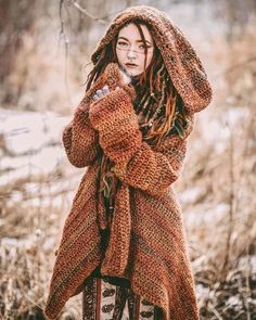 overall style // sweater Bohemian Mode, Hippie Boho, Bohemian Style, Boho Chic, Look Fashion, Autumn Fashion, Fashion Outfits, Love Clothing, Tribal Clothing