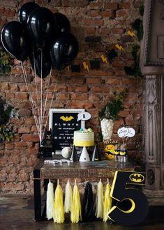 Набор Бэтмен - Batman Party - Ideas of Batman Party - Festa simples Batman Birthday, Superhero Birthday Party, 6th Birthday Parties, Lego Batman Party, Boy Birthday, Batman Party Decorations, Party Themes, Party Ideas, Batman Party Supplies