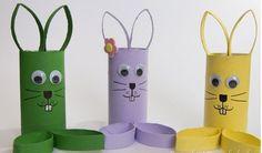 Si quieres realizar bonitos dulceros para la fiesta de tu niño puedes optar por realizar estos conejos de tubos de cartón ¡Son realmente preciosas!. Te aseguro que será muy fácil de realizarlos, así que solo debes conseguir los materiales y seguir los pasos. Materiales: • Tubos de cartón. • Pintura. • Ojos móviles. • Tijera. • Pegamento. • Dulces. • Cartón. Procedimiento: 1. Toma un tubo de cartón y píntalo del color que desees, aplica dos o tres capas sobre su superficie. 2. Corta cuatro…