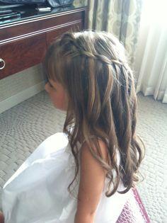 Flower girl hair half up Marissa Bernal©
