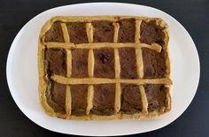 Crostata salata di pesto misto (basilico, maggiorana, prezzemolo con pinoli, mandorle, noci e nocciole) e pancetta, con pasta brisee al vino bianco