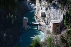 The fortified bridge of Altfinstermünz Austria , forgotten places To Go, Austria, Mount Rushmore, Funny Jokes, Bridge, Mountains, Places, Travel, Viajes