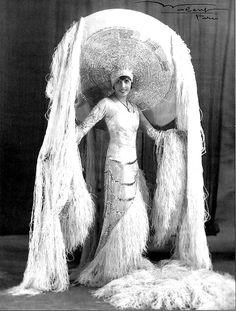 As big a star as Josephine Baker. Burlesque Vintage, Cabaret, Belle Epoque, Vintage Pictures, Vintage Images, Vintage Beauty, Vintage Fashion, Folies Bergeres, Mode Glamour