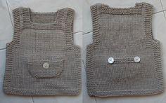 Ecco unoschema maglia per fare un gilet per bambino ai ferri. Non è delizioso?