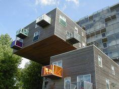 "WoZoCo オランダの首都アムステルダムにある高齢者用集合住宅「WoZoCo」。設計は有名なMVRDVで初期(1997年)の代表作。WoZoCo The elderly for collective housing in the Dutch capital Amsterdam "" WoZoCo "" . Masterpiece of the early ( 1997 ) in the design famous MVRDV."