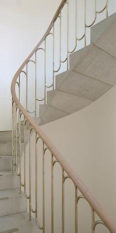 12 Best Stair Handrail Ideas for Home Interior Stairs Black Stair Railing, Staircase Handrail, Stair Railing Design, Banisters, Black Stairs, Handrail Ideas, Wrought Iron Staircase, Spiral Staircases, Modern Staircase