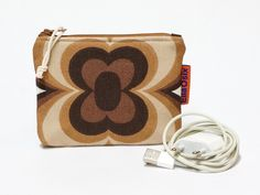 Small brown zipper Pouch - retro coin Purse - 70s charger case - pinned by pin4etsy.com