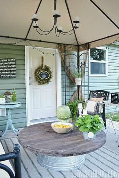 Love how this outdoor table is styled