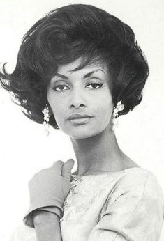 Helen Williams, She is credited with being the first dark-skinned African-American model to be featured in mainstream advertising campaigns. She's the mother of Vanessa Williams, who was the first African-American woman to be crowned Miss America in Helen Williams, Vanessa Williams, Vintage Black Glamour, Vintage Beauty, Vintage Hair, Black Is Beautiful, Beautiful Lips, Pretty Black, African American Models