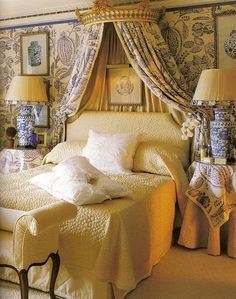 Bed with bed crown. From Blue and White Living by Stephanie Hoppen with photographs by Fritz Von Der Schulenburg. French Country Bedrooms, French Country Decorating, Home Bedroom, Bedroom Decor, Master Bedroom, Master Closet, Bedroom Colors, Bed Crown, White Decor