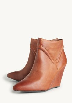 Brown ankle boots with pointed toe. Wedge ankle boots.