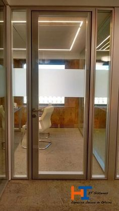 Detalle puerta acústica de IT-SISTEMAS de 100 mm espesor.