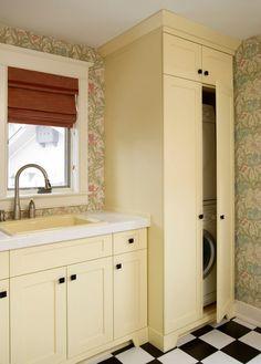 Фотография: Кухня и столовая в стиле Кантри, стиральная машинка, куда поставить стиральную машинку, подарок хозяйке, что подарить домохозяйке, постирочная, куда деть стиральную машину, постирочная комната, хозяйственная комната, хозблок, стирка – фото на InMyRoom.ru