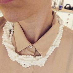 Well THAT's a fake pearl!! Silicone ketting van Isabelle Busnel