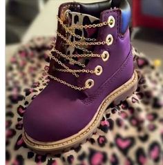 Purple baby boots w. Cute Baby Shoes, Baby Girl Shoes, Cute Baby Clothes, Girls Shoes, Kid Shoes, Baby Boots, Little Girl Fashion, Toddler Fashion, Kids Fashion