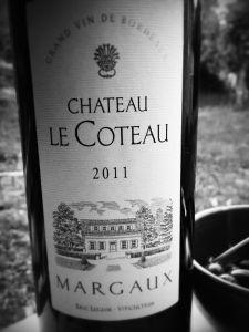 Dégustation sur MonVin.fr :: Château Le Coteau 2011 - Jolie couleur, très foncée, odeur fruitée, sucrée et boisée. Besoin de respirer un peu, et il devient un vrai régal, bien tannique.