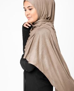 Shop from USA's premium and high-quality collection of fast, easy and quick to put-on pinless hijab available online. Perfect for classy, elegant everyday use. Hijab Niqab, Shirt Skirt, Put On, Chiffon, Classy, Beige, Hoodies, Elegant, Skirts