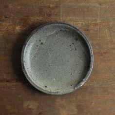 稲吉善光 墨手7寸皿 / size  約φ22cm H3cm / 材質 陶器