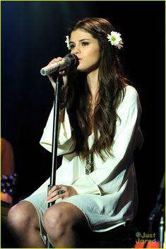 selena gomez unicef concert pics 02