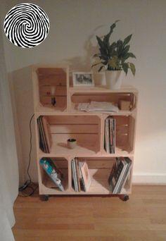Meuble nomade 2S3L1H coloris Naturel avec lumière intégrée   by Fanny #commode #colonne #bahut #rangement #bouteilles #chaussures #33tours #vinyles #magazines #empilable #modulable #simplyabox #madeinfrance #fabricationartisanale #lessismore #diy #deco #astuce #personnalisable #authentique #ecoresponsable #mobilier #meuble #caisse #bois #pomme